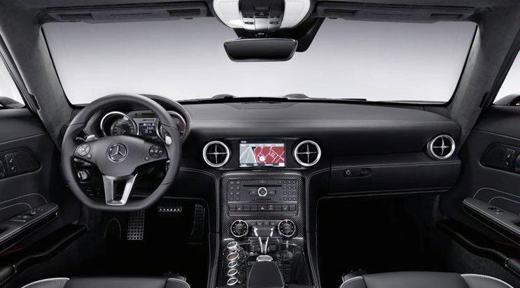 Последний немецкий суперкар Mercedes SLS AMG.