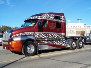 Разборка американских грузовых автомобилей.