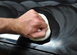 Процесс полировки кузова авто.
