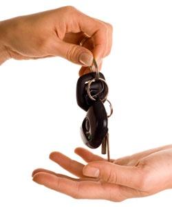Взять в аренду автомобиль.